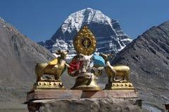 Dharmachakra sul tetto del gompa di Driraphuk del monastero buddista fotografia stock libera da diritti