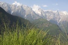 Dhauladhar山脉的美丽的景色 免版税库存照片