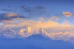 Dhaulagiri-Gebirgszug mit Sonnenaufgangansicht von Poonhill, Nepal Stockfotos
