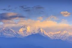 Dhaulagiribergketen met zonsopgangmening van Poonhill, Nepal Stock Foto's