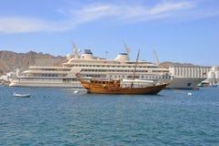 Dhaw traditionnel de pêche, Oman Photographie stock libre de droits