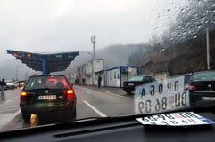 """Dheu我在科索沃和塞尔维亚之间的Bardhà """"横穿 库存图片"""