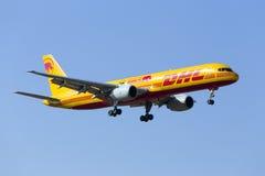 DHL 757 avec les inscriptions spéciales Photos stock