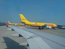 DHL-Flugzeuge stockfotos