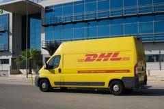 DHL leveransskåpbil Fotografering för Bildbyråer