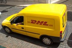 DHL Leveringsbestelwagen Royalty-vrije Stock Foto's