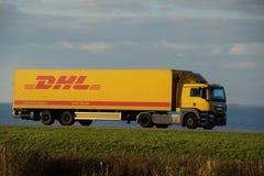DHL leveringsvrachtwagen Royalty-vrije Stock Afbeelding