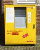 DHL-Paketbox Photographie stock libre de droits