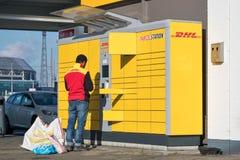 DHL Parcelstation nei Paesi Bassi Fotografia Stock