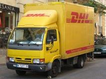 DHL skåpbil Arkivbild