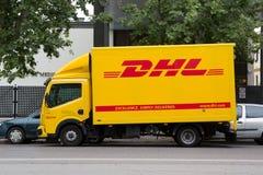 DHL Vrachtwagen Royalty-vrije Stock Afbeeldingen