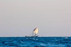 Dhow arabo di navigazione Fotografie Stock