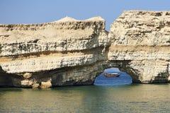 Dhow arabo in foro nella roccia Immagine Stock