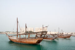 Dhow cumowanie przy Doha Corniche, Katar Obrazy Royalty Free