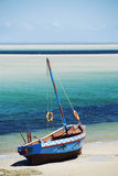 Dhow på en strand Fotografering för Bildbyråer