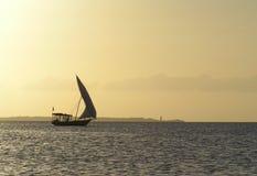 Dhow Zanzibar da pesca, Tanzânia foto de stock royalty free