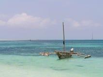 Dhowboot auf Mbudya-Insel, nah an Daressalam, Tansania Lizenzfreie Stockfotos