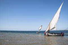 Dhows bij de kust van Barra dichtbij Tofo Royalty-vrije Stock Afbeelding