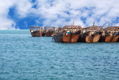 Dhows, die in den Hafen, Bahrain warten Stockbild