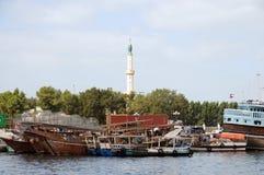 Dhows en la cala de Sharja foto de archivo