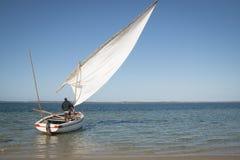 Dhows en la costa de Barra cerca de Tofo Foto de archivo libre de regalías