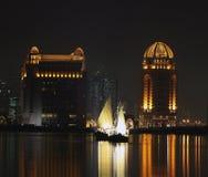 Dhows en Qatar en la noche Foto de archivo libre de regalías