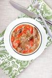Diätetischer Schmorbraten mit Gemüsepaprikas, Zwiebeln, Samen des indischen Sesams und b Stockfotos