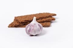 Diätetisches Brot mit Knoblauch auf Weiß Lizenzfreies Stockfoto