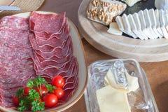 Diätlebensmittel Frühstück der Hausarbeit gesundes Frühstück für Kinder Gut-gelegter Holztisch Stockfotografie