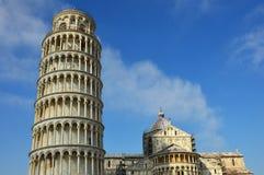 Di Πίζα Duomo καθεδρικών ναών της Πίζας με τον κλίνοντας πύργο της Πίζας στο dei Miracoli πλατειών στην Πίζα, Τοσκάνη, Ιταλία Στοκ φωτογραφία με δικαίωμα ελεύθερης χρήσης