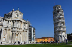 Di Πίζα Duomo καθεδρικών ναών της Πίζας με τον κλίνοντας πύργο της Πίζας στο dei Miracoli πλατειών στην Πίζα, Τοσκάνη, Ιταλία Στοκ Εικόνες