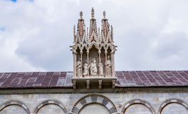 Di Πίζα Duomo καθεδρικών ναών της Πίζας με τον κλίνοντας πύργο της Πίζας στο dei Miracoli πλατειών στην Πίζα Στοκ Εικόνες