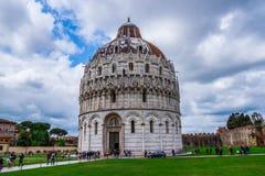 Di Πίζα Duomo καθεδρικών ναών της Πίζας με τον κλίνοντας πύργο της Πίζας στο dei Miracoli πλατειών στην Πίζα Στοκ Φωτογραφίες