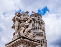 Di Πίζα Duomo καθεδρικών ναών της Πίζας με τον κλίνοντας πύργο της Πίζας στο dei Miracoli πλατειών στην Πίζα Στοκ εικόνα με δικαίωμα ελεύθερης χρήσης