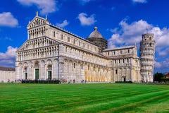 Di Πίζα Duomo καθεδρικών ναών της Πίζας με τον κλίνοντας πύργο του Di Πίζα της Πίζας Torre στο dei Miracoli πλατειών στην Πίζα, Τ Στοκ φωτογραφίες με δικαίωμα ελεύθερης χρήσης