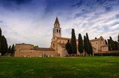Di Σάντα Μαρία Assunta βασιλικών και πύργος κουδουνιών Aquileia, Ital Στοκ εικόνα με δικαίωμα ελεύθερης χρήσης