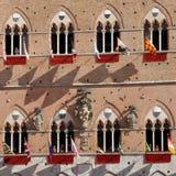 Di Σιένα, Τοσκάνη, Ιταλία Palio Ζωηρόχρωμος ιστορικός χωρίς σέλλα αγώνας αλόγων Κρατημένος στην όμορφη, ιστορική πλατεία del Camp στοκ φωτογραφία