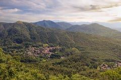 Di Варезе Rasa, расположенный в парке Fiori dei Campo региональном, Италия В этом районе, около деревни, река Olona рождено Стоковые Изображения RF