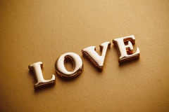 ` Di amore del ` di parola singola nell'iscrizione dell'oro Fotografie Stock Libere da Diritti