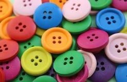 di bottoni di legno colorati Multi Immagini Stock