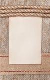 Di carta invecchiato con il nastro e la corda di licenziamento su tela da imballaggio Fotografia Stock Libera da Diritti