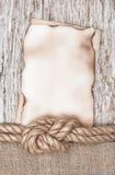 Di carta invecchiato con la corda della nave sul vecchio legno Immagine Stock Libera da Diritti