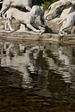 Di Caserta, Ιταλία Reggia 10/27/2018 Μνημειακή πηγή με τα γλυπτά στο άσπρο μάρμαρο στοκ φωτογραφία με δικαίωμα ελεύθερης χρήσης