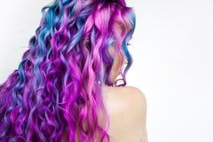 Di coloritura di capelli colorata multi luminosa, tonalit? porpora di pendenza e rosa blu Bei capelli immagine stock libera da diritti