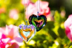 Di cristallo del cuore rifrange la luce solare - di cristallo del backgroundheart dell'orologio di luce solare rifranga la luce s fotografie stock