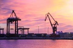 Di esportazioni e dell'importazione di logistica dei trasporti del porto Fotografie Stock