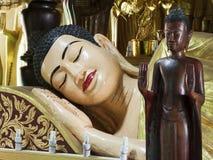 Di fine testa su - di Buddha addormentato Immagini Stock Libere da Diritti