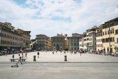 Di Firenze Santa Croce di аркады Santa Croce и базилики в пылая солнце полдня стоковая фотография rf
