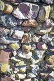 Di fondo colorato Multi della parete della roccia - verticale fotografia stock