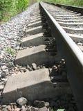 Di funzionamento una ferrovia via   Fotografia Stock Libera da Diritti